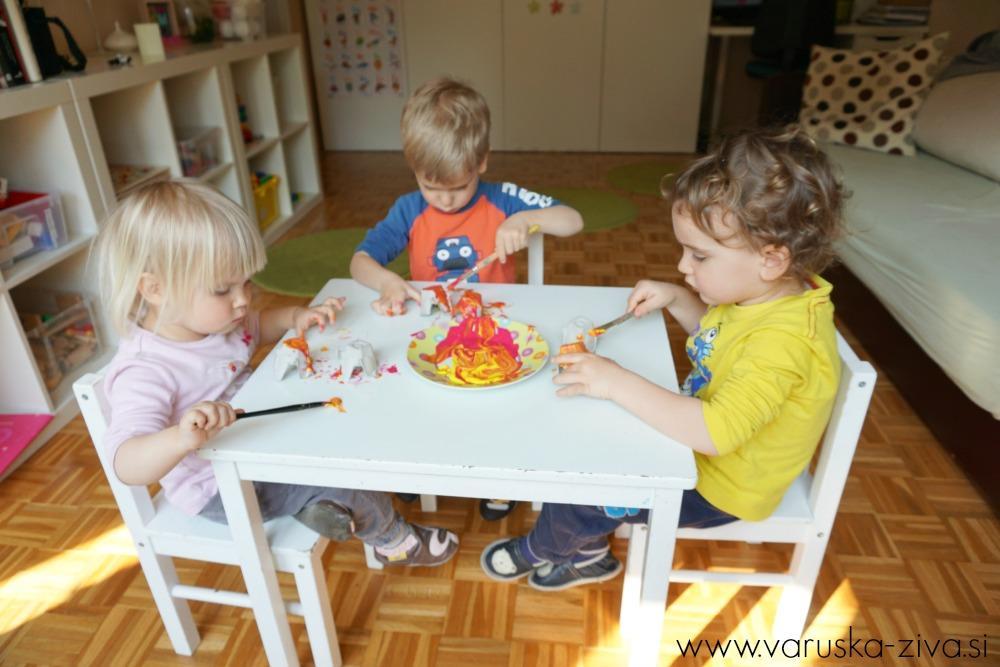 Rožice iz jajčnih kartonov in kosmatih žičk - Pomladno ustvarjanje