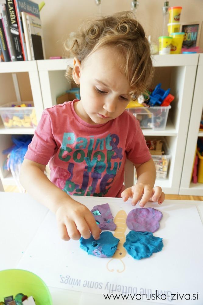 Okraševanje metuljčka z bleščicami