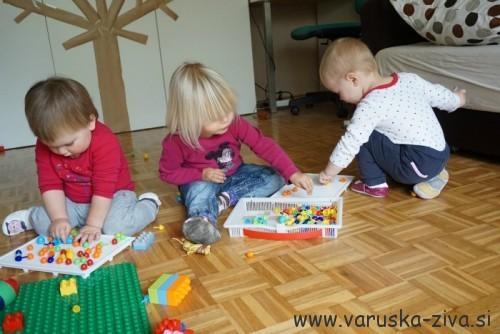 Igra z žebljički za otroke