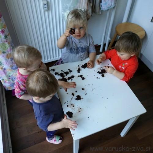 Peka piškotov z otroki