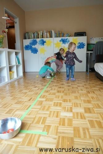 Gibalna igrica - prenesi jajček - velikonočne aktivnosti za otroke