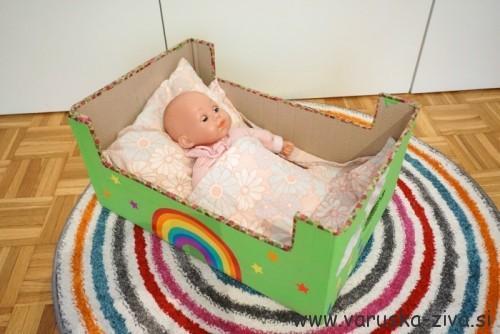 Doma narejena postelja za dojenčka