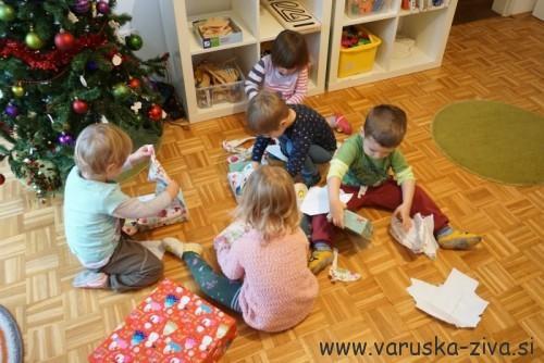 Dedek Mraz na obisku - obdarovanje