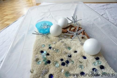 Zimska senzorična škatla - zimske aktivnosti za otroke