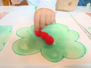 Razvrščanje jabolk - Jesenske dejavnosti - Pincetni prijem