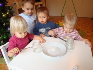 Slikanje na steklene kozarčke s tempera barvami