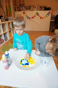 Enostaven poskus za otroke - Poskus z mlekom in jedilnimi barvami