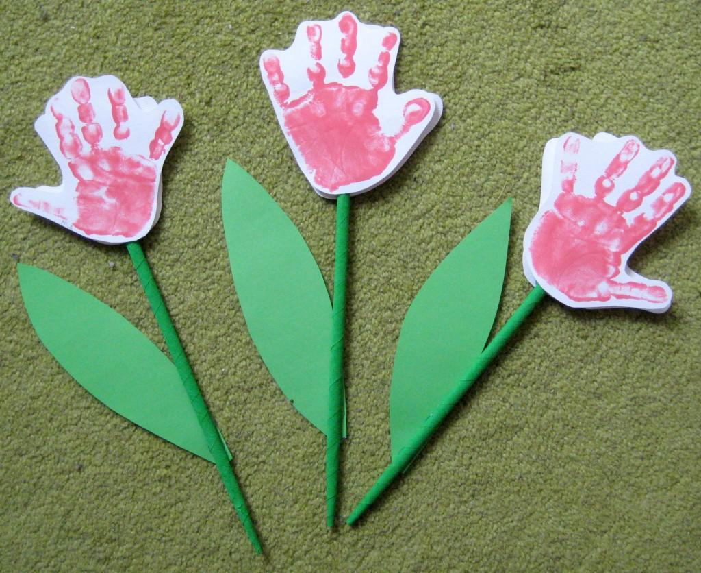 Rožica iz odtisa rokice - Materinski dan - ustvarjanje