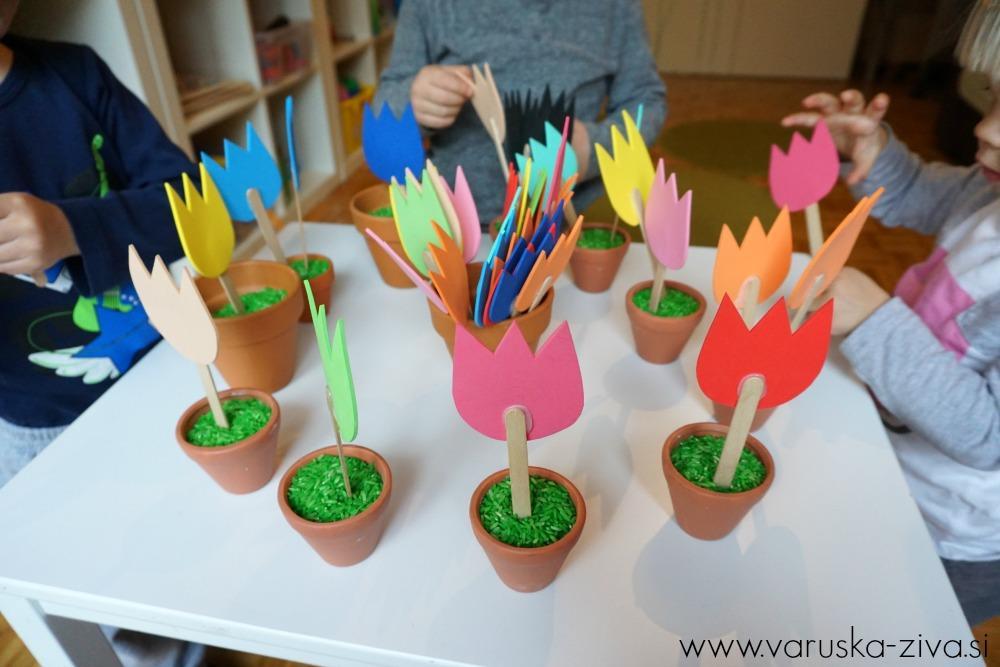 Razvrščanje rožic iz moosgumija - Pomladne aktivnosti za otroke