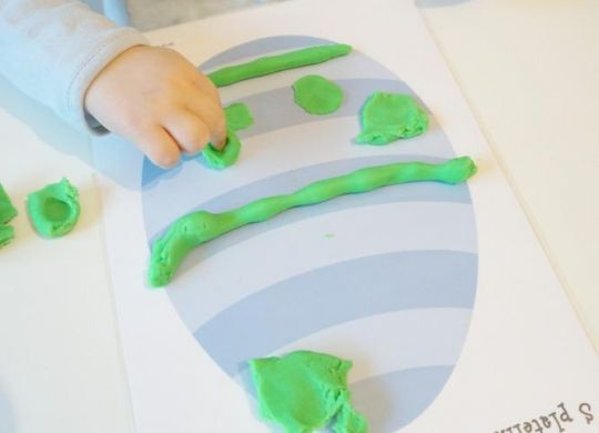 Okraševanje pirha s plastelinom