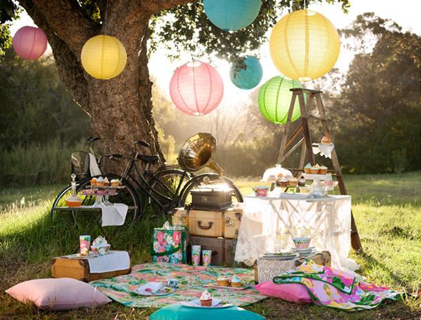 Piknik v parku z otroki