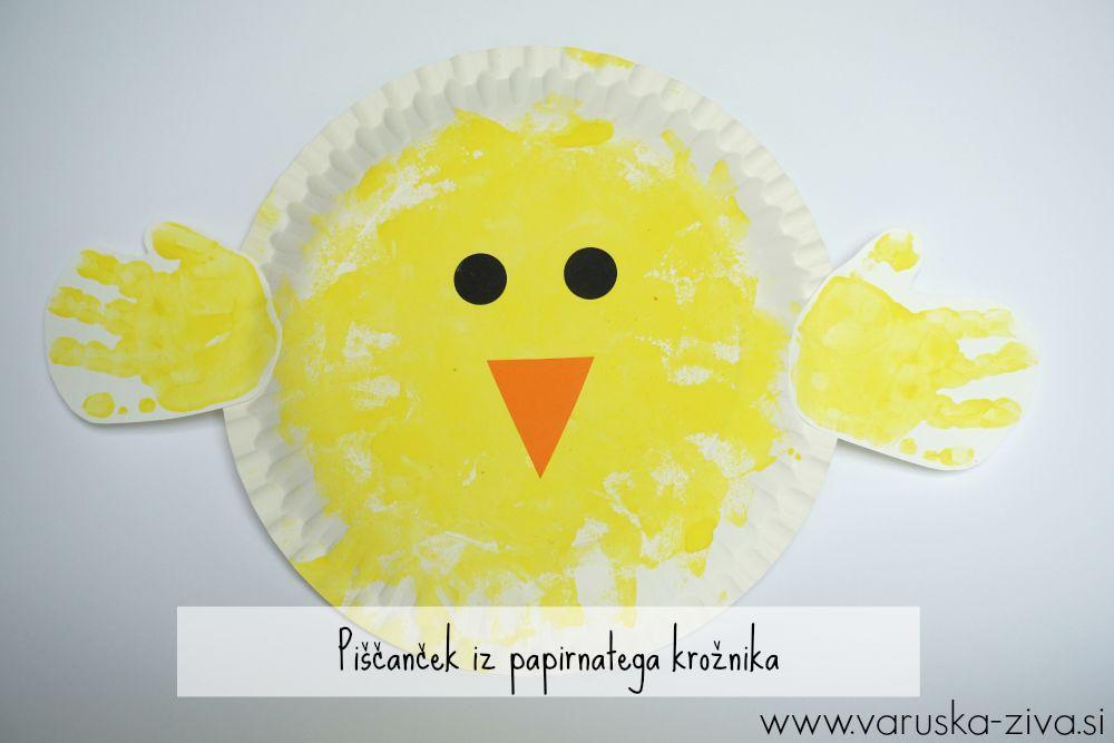 Piščanček iz papirnatega krožnika