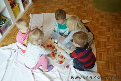 Jesenska senzorična škatla - jesenske aktivnosti za otroke
