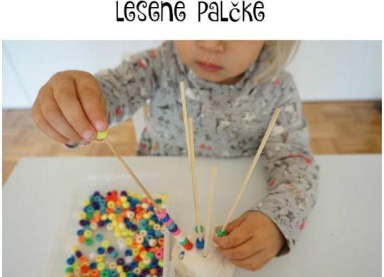 Natikanje perlic na palčke