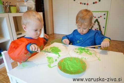 Smrekica iz papirnatega krožnika - Praznične aktivnosti za otroke