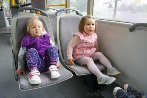Otroci na avtobusu