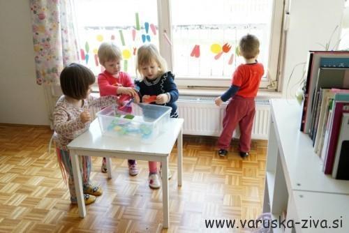 Rožice iz moss gume - pomladne aktivnosti za otroke