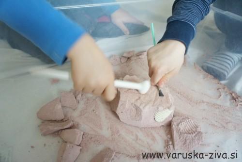 Izkopavanje kosti dinozavrov