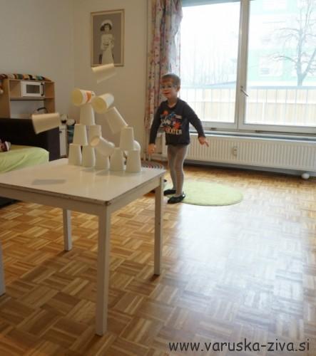 Gibalne aktivnosti za otroke - igrica zadeni snežaka