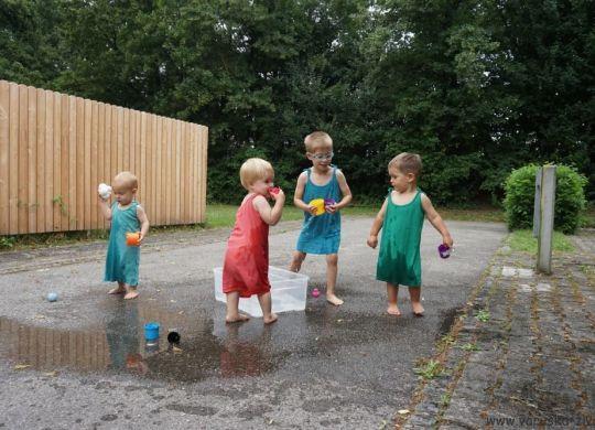 Igra z vodo - enostavne poletne aktivnosti za otroke