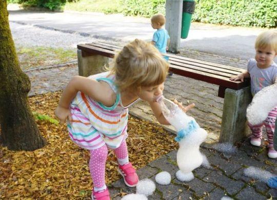 Kače iz milnih mehurčkov - Zabavna poletna aktivnost za otroke