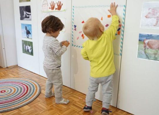 Lepljive slike - enostavne dejavnosti za enoletnike