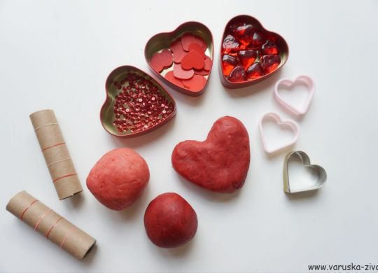 Valentinov plastelin - valentinove aktivnosti za otroke