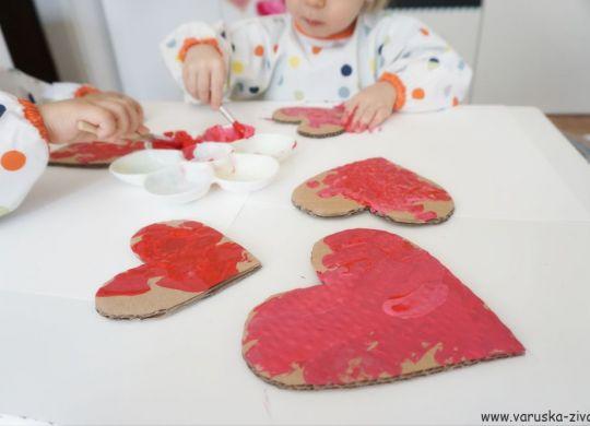 Srčki iz kartona - valentinove akitvnosti za otroke
