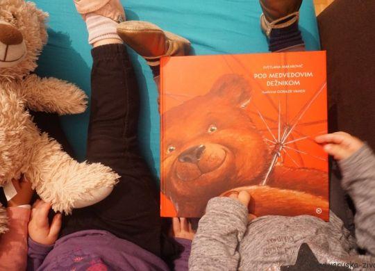 Knjiga tedna: Pod medvedovim dežnikom