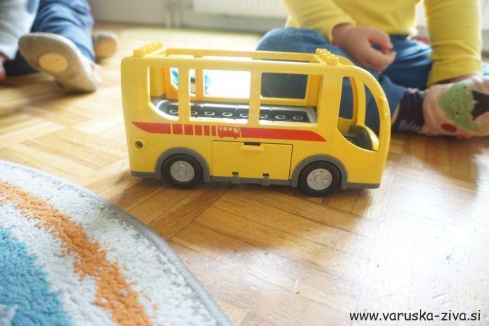 Pesmica: Z avtobusom k teti