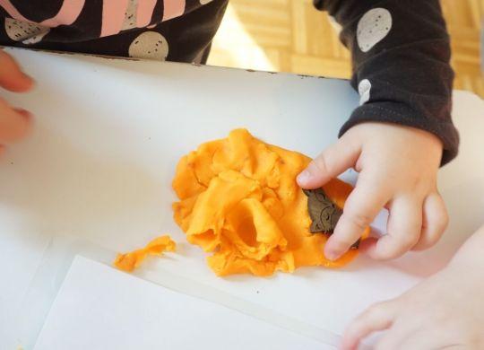 Manipulacija s plastelinom - Play Doh