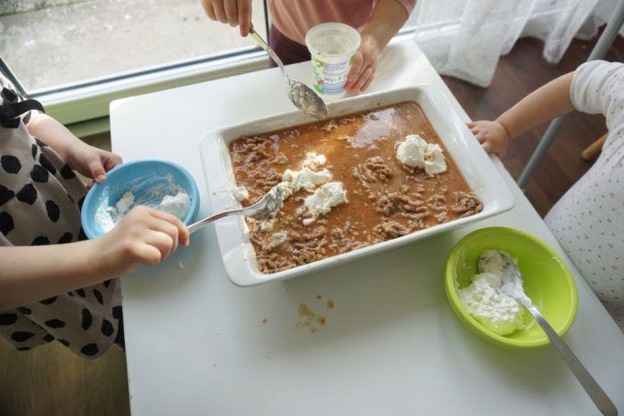 Kuhamo z otroki - lazanja