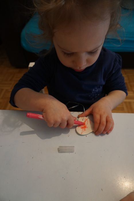 Barvanje srčkov iz slanega testa
