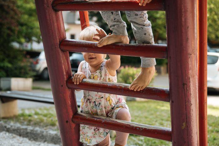 Naravne oblike gibanja pomembne za otrokov razvoj