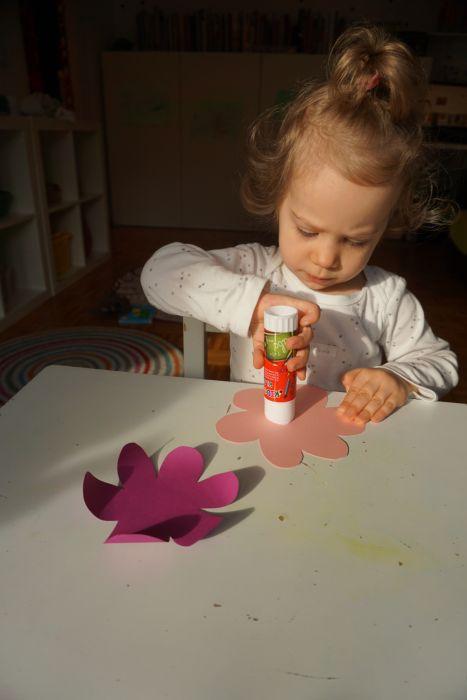 Izdelovanje rožič za dan žena