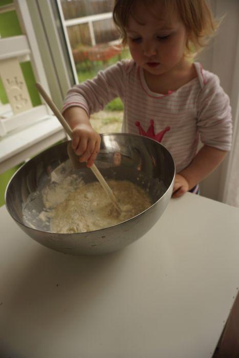Kuhamo z otroki - peka palačink