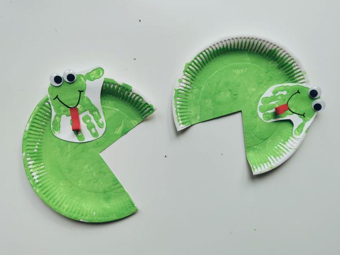 Žabice in lokvanji iz papirnatih krožnikov